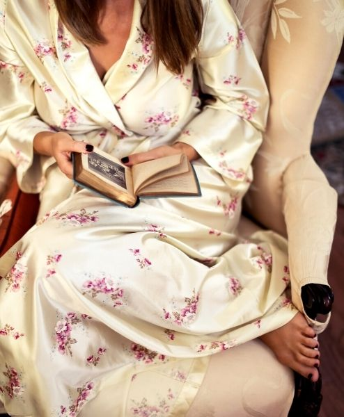 A lady sitting and reading